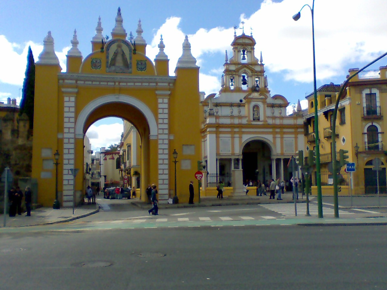 Best Things To Do In Seville | Puerta y Basilica de la Macarena