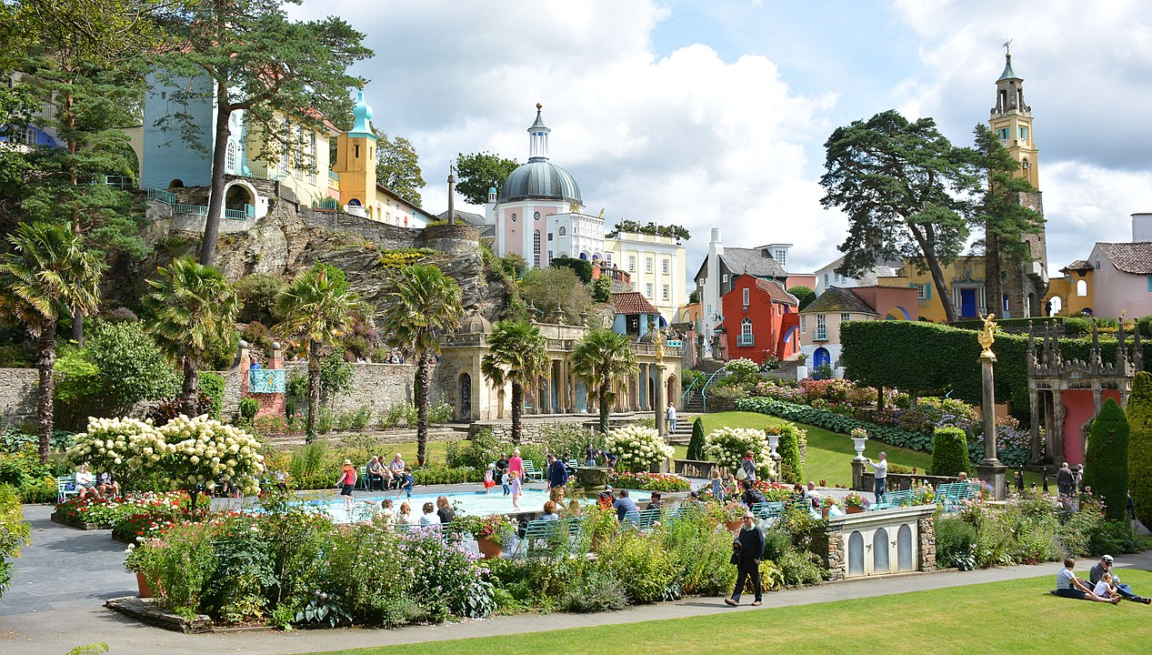 By Mike McBey - Portmeirion, Wales, CC BY 2.0, https://commons.wikimedia.org/w/index.php?curid=86187990